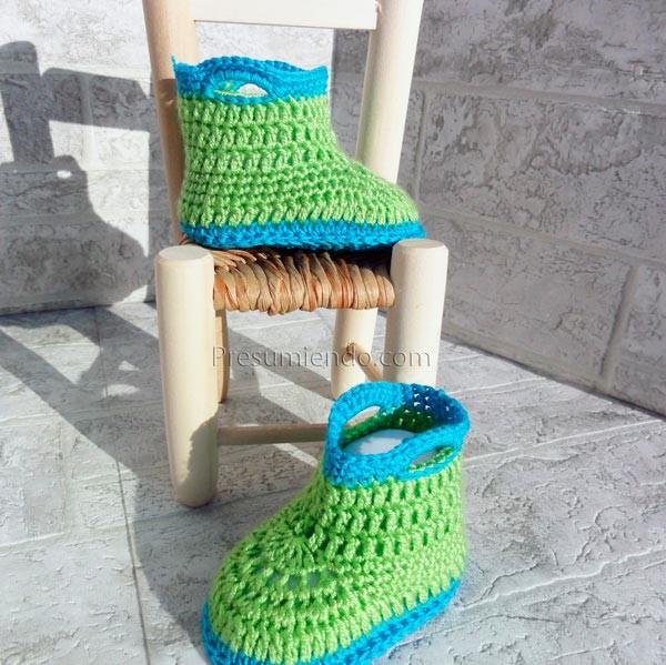Botas de crochet verde y azul
